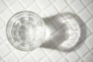 一杯の水の素材 [FYI00314314]