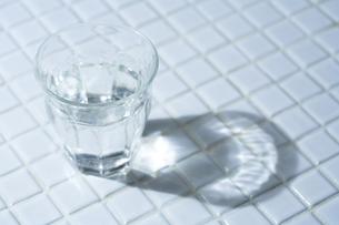 一杯の水の素材 [FYI00314318]
