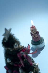 クリスマスツリーとサンタクロースの素材 [FYI00314362]