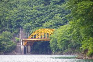 蜜柑色の橋の写真素材 [FYI00314528]