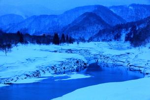 冬の錦秋湖の写真素材 [FYI00314939]