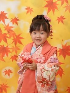 笑顔 七五三写真 女の子の写真素材 [FYI00314940]