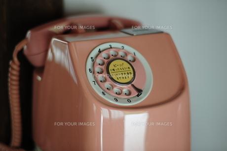 ピンク電話の素材 [FYI00315347]