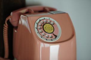 ピンク電話の写真素材 [FYI00315347]