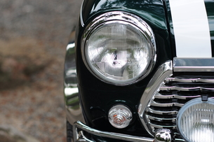 ダークグリーンの車の写真素材 [FYI00315352]