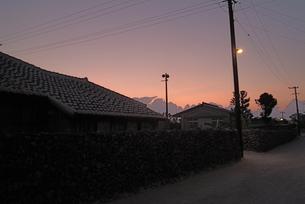 竹富島の夕焼け空の素材 [FYI00315490]