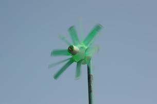 緑色の風車の写真素材 [FYI00315509]