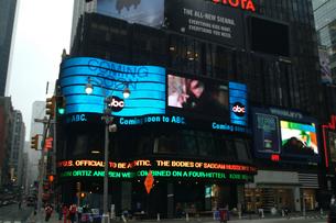 タイムズスクエアのLEDサインの写真素材 [FYI00315529]