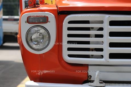 ボンネットバスのヘッドライトの写真素材 [FYI00315668]