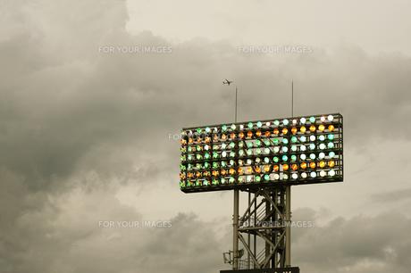 外野席の照明塔の素材 [FYI00315698]