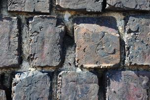 犬島銅製錬所跡のレンガ壁アップ-2の写真素材 [FYI00315726]