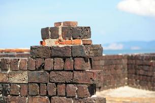 犬島銅製錬所跡のレンガ壁の写真素材 [FYI00315739]