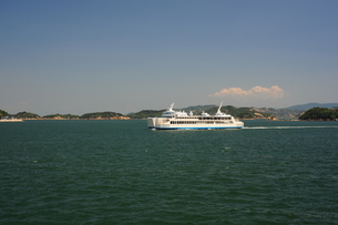 直島行きフェリーから瀬戸内海を臨むの写真素材 [FYI00315789]