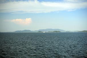 高松沖から小豆島を臨む2の写真素材 [FYI00315792]