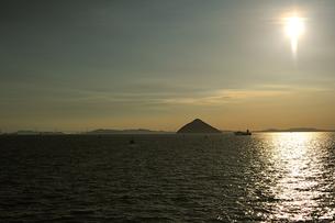大槌島と瀬戸大橋と太陽4の写真素材 [FYI00315794]