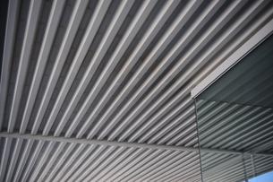 デッキプレートの天井の写真素材 [FYI00315819]