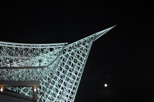 神戸海洋博物館のライトアップの写真素材 [FYI00315838]
