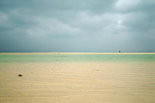 台風接近の竹富島コンドイビーチの写真素材 [FYI00315906]