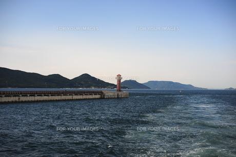 高松港の赤灯台の素材 [FYI00315919]
