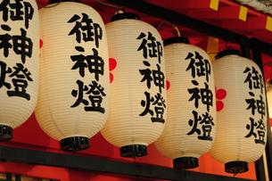 神社の御神燈-4の写真素材 [FYI00316004]
