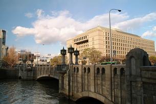 淀屋橋と大阪市役所の写真素材 [FYI00316050]