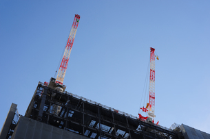 建築現場のクレーン3の写真素材 [FYI00316055]