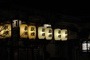 神社の御神燈-11の写真素材 [FYI00316093]