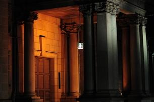 日本銀行大阪支店のライトアップ-6の写真素材 [FYI00316122]