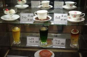 ガラスケースの食品サンプルの写真素材 [FYI00316130]