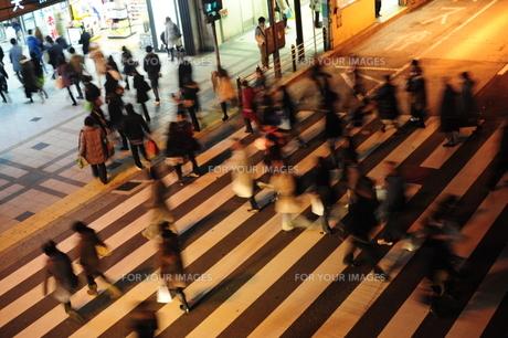 大阪駅前横断歩道の素材 [FYI00316153]