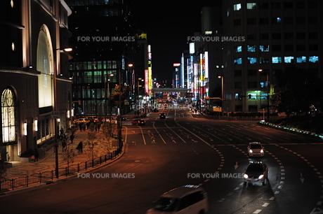 大阪梅田交差点の夜景の素材 [FYI00316157]