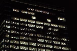 オフィスビルの夜景-3の写真素材 [FYI00316158]