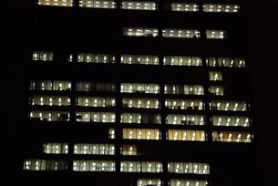 オフィスビルの夜景-2の写真素材 [FYI00316173]