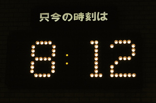 外壁のアナログ時計の素材 [FYI00316181]