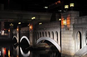 水晶橋のライトアップの写真素材 [FYI00316197]