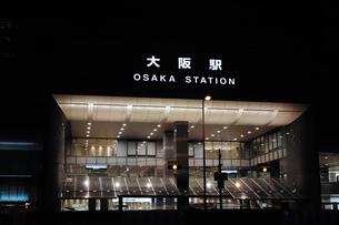 JR大阪駅の夜景の写真素材 [FYI00316203]