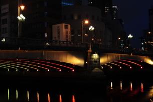 難波橋のライトアップ-2の写真素材 [FYI00316231]