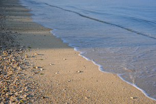 砂浜に打ち寄せる波-5の写真素材 [FYI00316303]