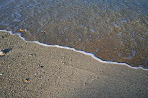 砂浜に打ち寄せる波-4の写真素材 [FYI00316314]