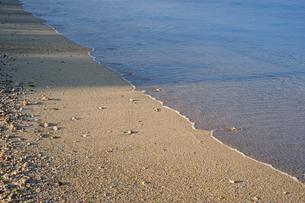 砂浜に打ち寄せる波-6の写真素材 [FYI00316323]