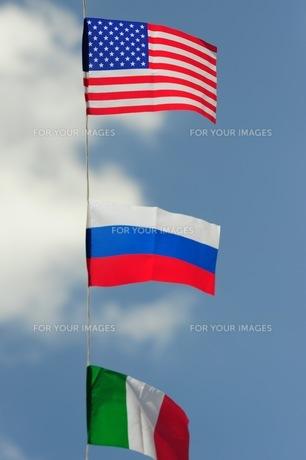 青空の万国旗-2の写真素材 [FYI00316390]