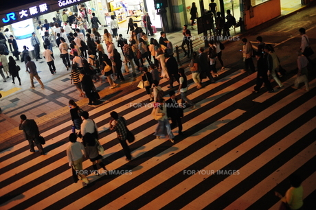 大阪駅前横断歩道-2の素材 [FYI00316452]