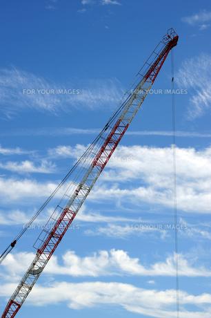 クレーンと雲の写真素材 [FYI00316554]