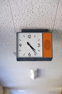 学校の時計-1の写真素材 [FYI00316702]