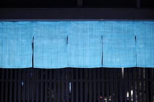 藍染め暖簾-2の写真素材 [FYI00316750]