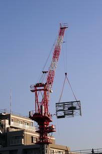 足場を運ぶクレーン-2の写真素材 [FYI00316753]