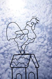 針金の鶏の写真素材 [FYI00316880]