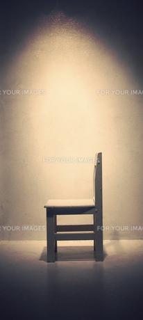 光に照らされた椅子の写真素材 [FYI00316927]