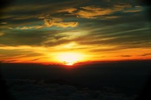 富士山から見た朝日の写真素材 [FYI00316963]