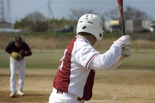 対峙する投手と打者の写真素材 [FYI00317018]